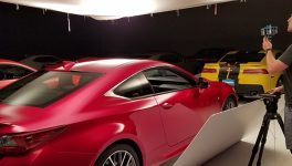 900lbs, Vroom Unveil Virtual Reality Auto Showroom
